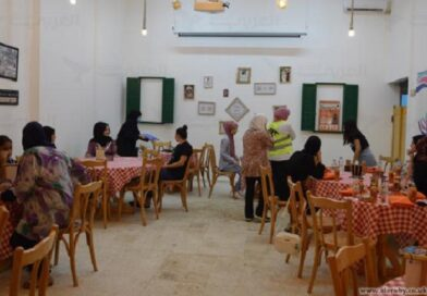 مقهى نسائي في مخيم برج البراجنة – انتصار الدنان